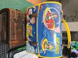Vintage metal lunch box with thermos. 1963, original/vintage Jetsons. Rare
