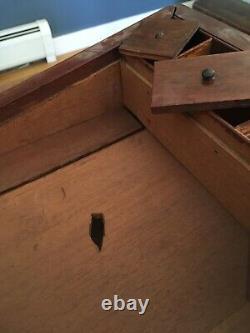 Rayons! Génial! Antique 19e C Solid Ahogany Traveling Lap Desk Boîte À Écrire Avec Clé
