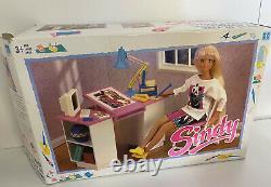 Vintage Sindy Doll Bureau De Travail & Chaise Ensemble Avec Tous Les Accessoires Boîte Hasbro 90s Rare